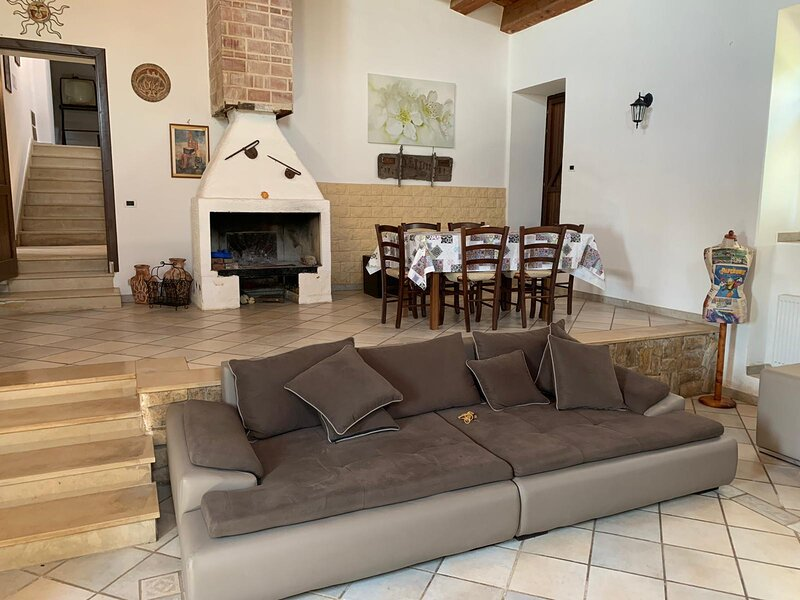 Amazing house with garden & Wifi, holiday rental in Lenzevacche