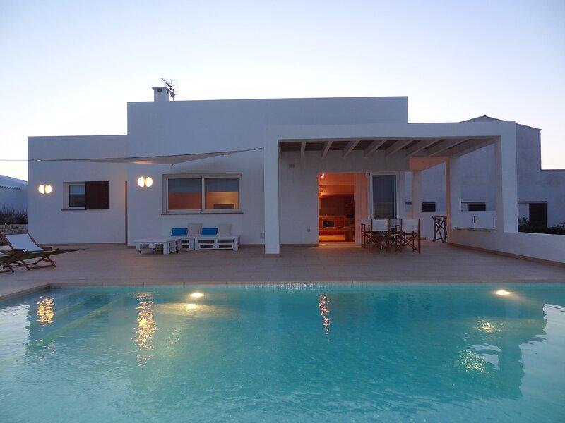 Preciosa villa con piscina privada para cinco personas, wifi, barbacoa, tv-sat, holiday rental in Cala Morell