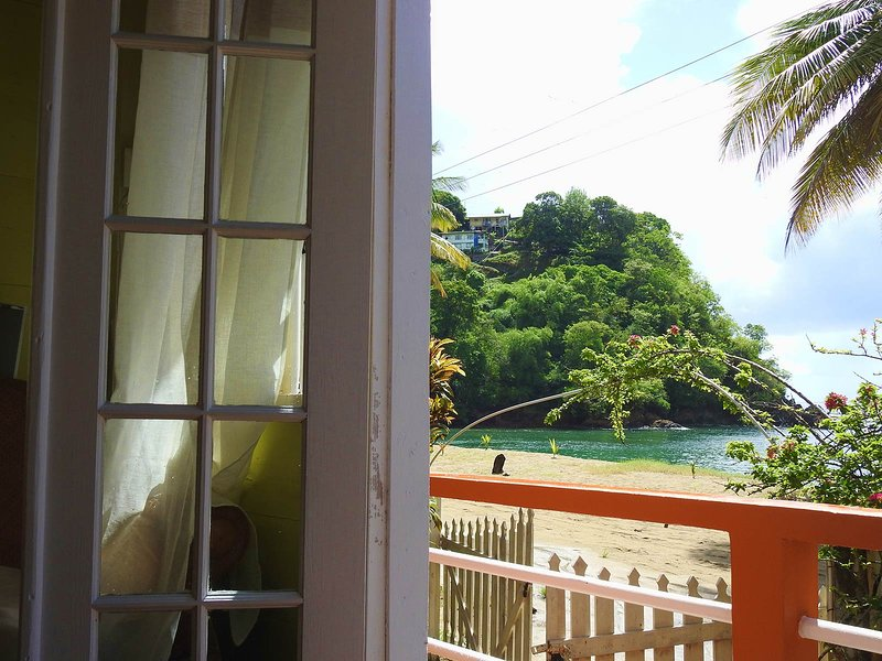 Charming Parlatuvier BAY COTTAGE is all you need!, vacation rental in Charlotteville