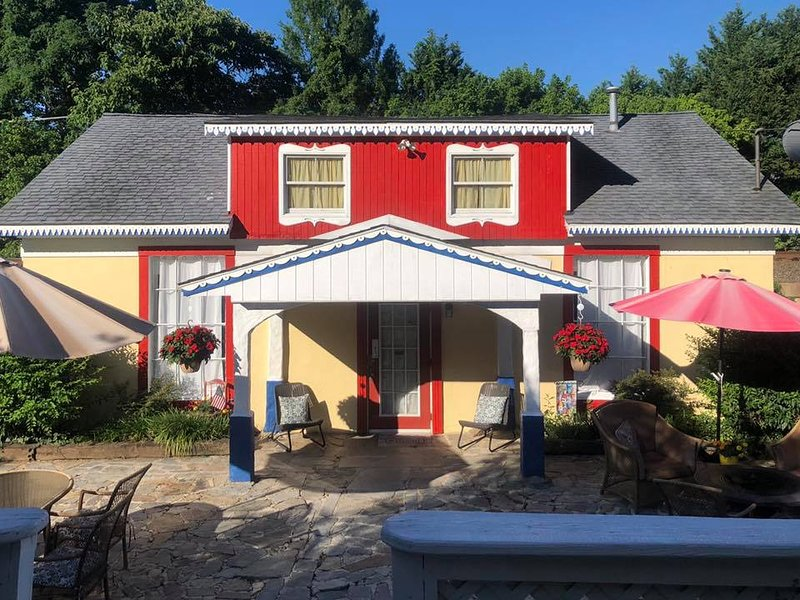 Gwendolyn's Marigold Manor 'Cottage', holiday rental in Earleville