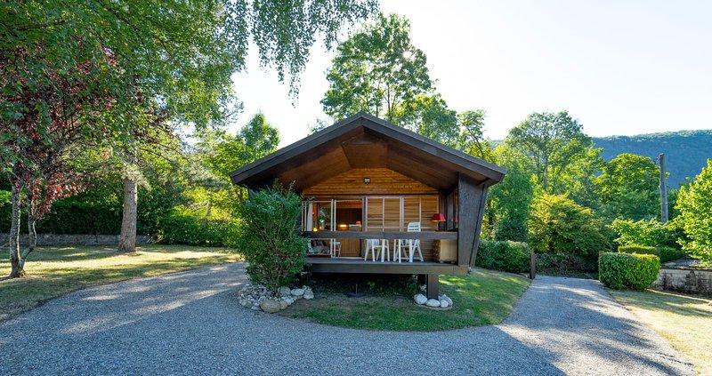 Chalet l'Edelweiss - chalet cocoon dans 4000m2 de jardin avec parking., location de vacances à Sevrier