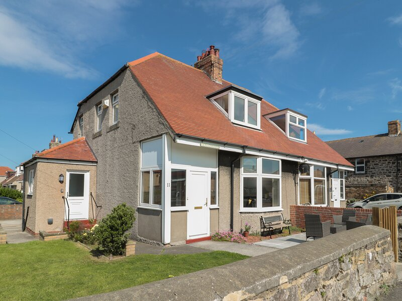 Hazonleigh, Seahouses, holiday rental in Seahouses
