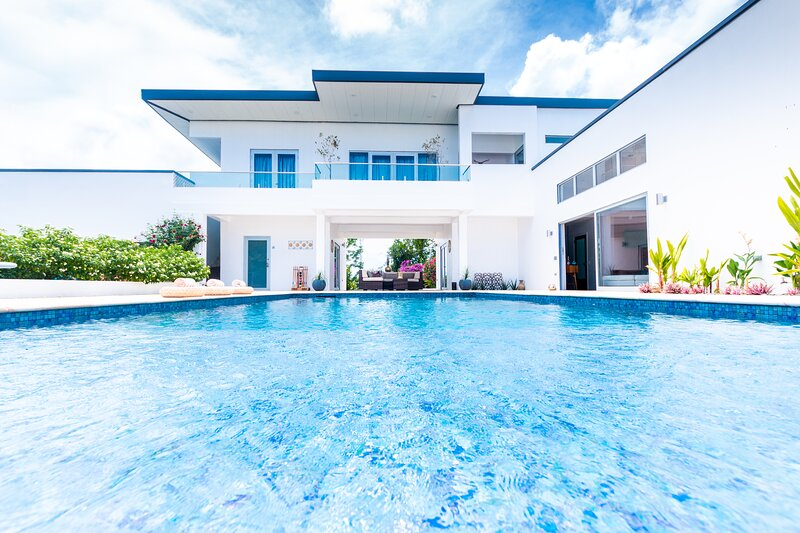 Nirvana Tobago Luxury Villa with Salt water Pool and Ocean Views, vakantiewoning in Plymouth
