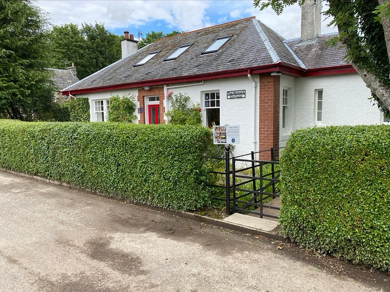 The Nurse's Cottage, Comrie, Perthshire  - Family Holiday Rental in Scotland, location de vacances à Comrie