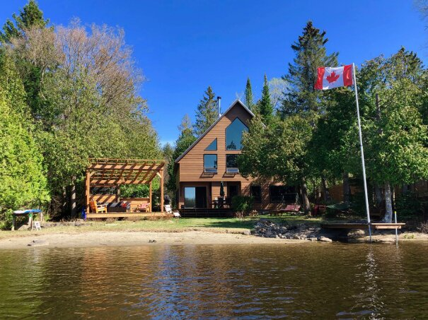 AFTICA Luxury Lakefront Cottage Rental Laurentians Quebec, vacation rental in Wentworth Nord