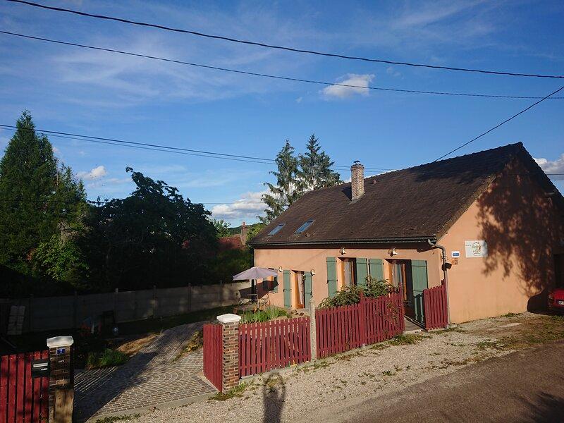 Maison d'Othe - chambre LAVANDE, holiday rental in Saint-Mards-en-Othe