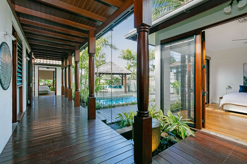 Esprit 2, The Balinese Style Villa, vacation rental in Palm Cove