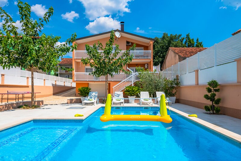 COZY HOUSE NEAR BEACH IN SPLIT COUNTY, vacation rental in Velim