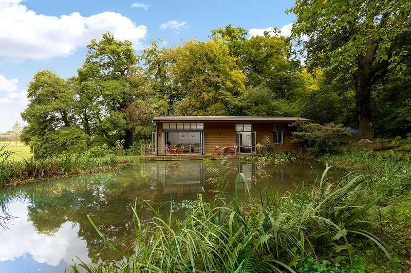 Riverside Lodge, holiday rental in Alderholt