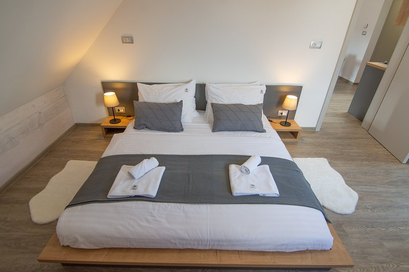 Bedroom in loft - low profile king size bed (180cm x 200 cm)
