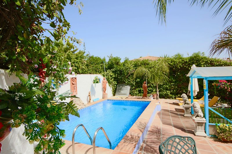 CHEAP DEALS 2020 Luxury 3 bdr detached Villa by Sea own pool Estepona/San Pedro, location de vacances à Estepona