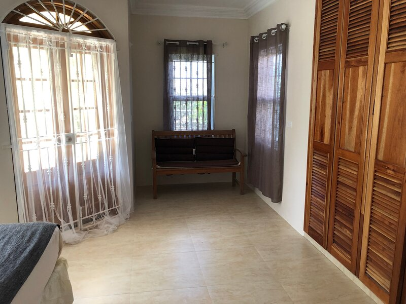 Stunning 2-Bed Apartment in Montego Bay, vacation rental in Montego Bay