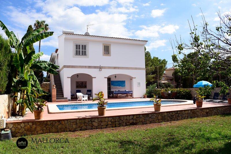 Villa Ca's Nin Pool and views, vacation rental in Cala Mandia