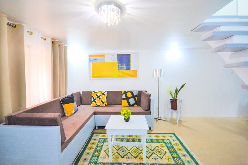 New Charming Modern 2-Bedroom Apartment, Olongapo City Center!, holiday rental in Zambales Province