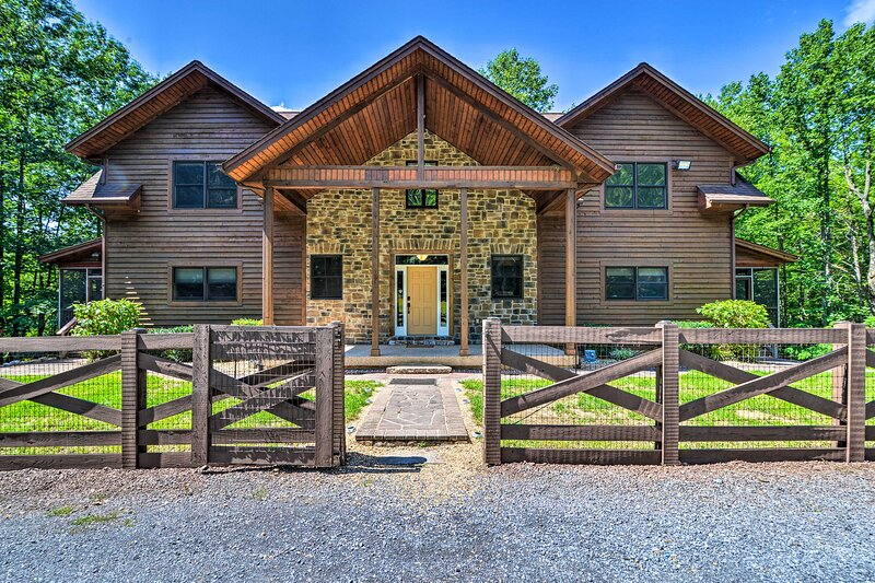 NEW! Family-Friendly Grand Mtn Getaway w/ Hot Tub, holiday rental in Lost River