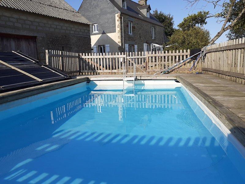 Fully refurbished rural 4 bed holiday home with swimming pool near Sourdeval, aluguéis de temporada em Sourdeval