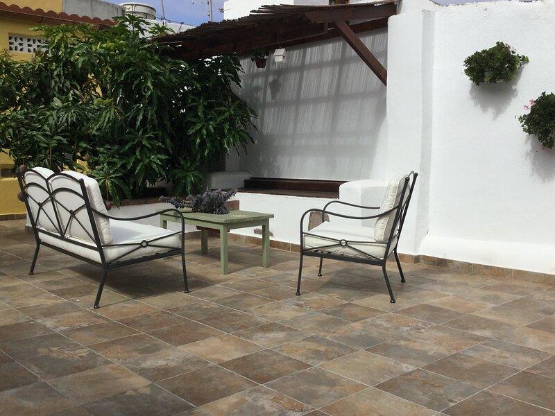 Casa el Olivo con barbacoa y gran terraza, holiday rental in Caleta de Interian