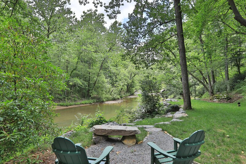 River House / Driftwood Cabins, holiday rental in North Carolina Mountains