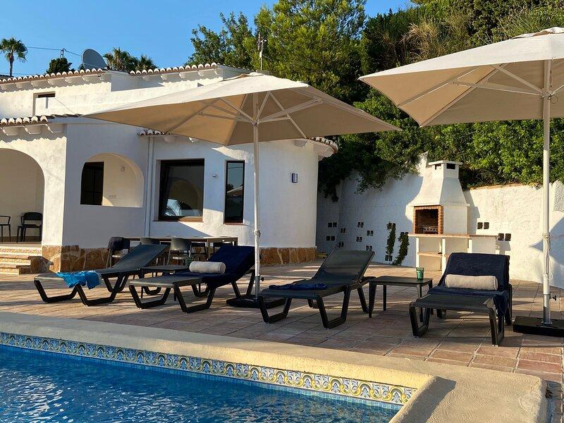 Casa Mi Sueño - Casa con jardin y piscina a 10 minutos de la playa, vacation rental in Benissa