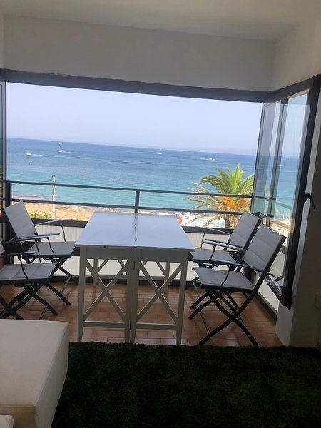 Nice apartment with shared pool, holiday rental in El Tosalet