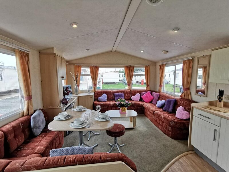 Private Caravan On Palins Holiday Park, alquiler de vacaciones en Abergele