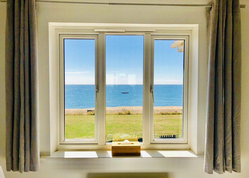 Little Beacon Beach House,  Selsey, holiday rental in Bracklesham Bay