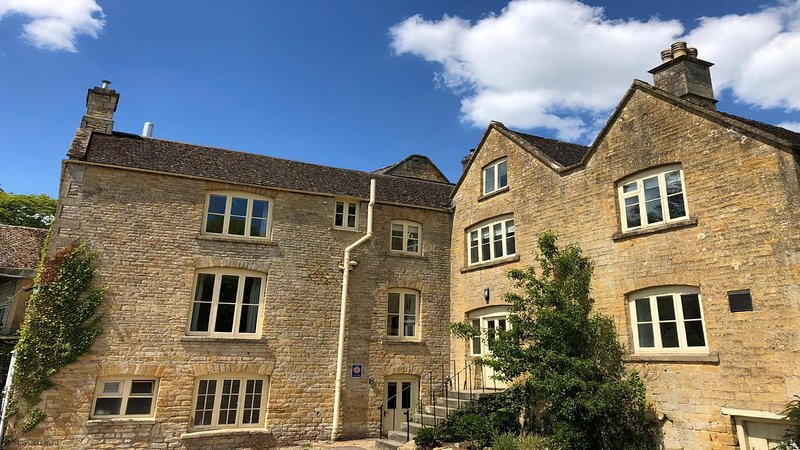 Spacious Cotswold Brewery Home in Gloucestershire, casa vacanza a Stow-on-the-Wold