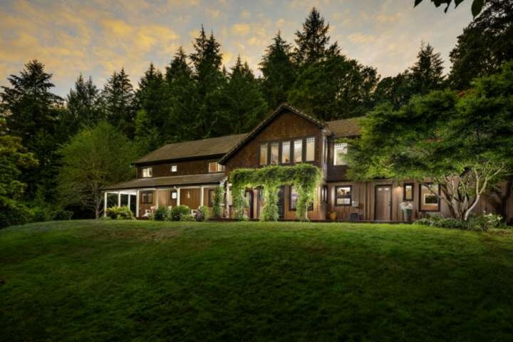 Private Estate Surrounded by Private Meadows, Forests, Trails, w/ Fire-Pit and S, alquiler de vacaciones en Dayton