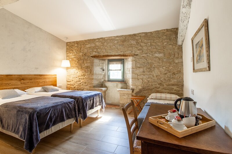 Masía Can Grau - Habitación 3 en entorno natural con jardín. piscina y caballos, casa vacanza a Bascara