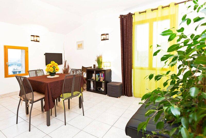 Appartement sympa à 2 pas du centre d'Uzès, holiday rental in Arpaillargues
