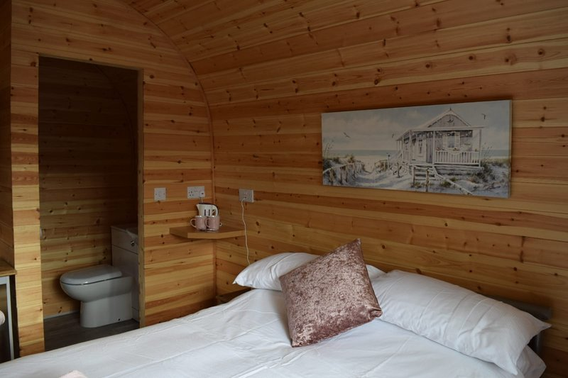 Impeccable1 double bed cabin in Poole With Hot Tub, aluguéis de temporada em Sandford