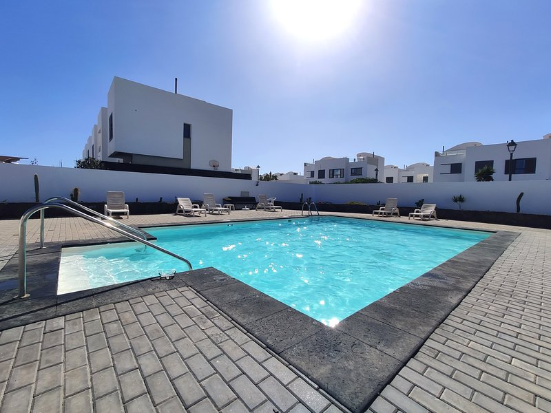Villaverde, sensational duplex in the town of Costa Teguise, vacation rental in Teguise