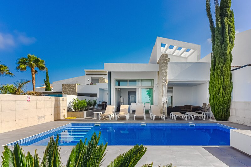 Ocean View Villa Caterina with Private Heated Pool, Next to the Caleta Golf, holiday rental in La Caleta