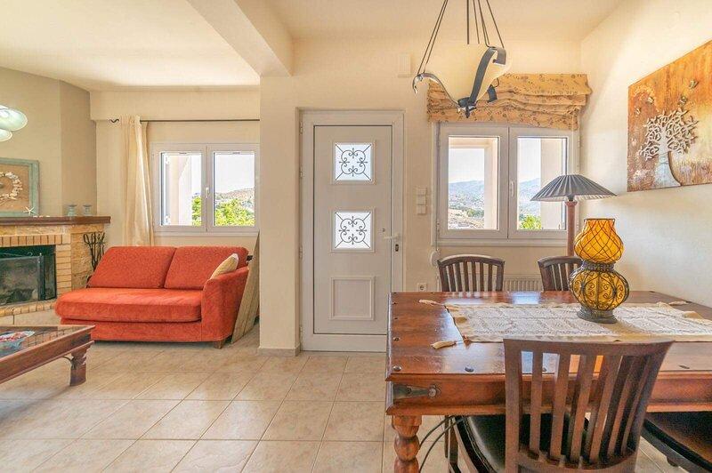 Filia's Stunning Seaview Apartment, WiFi, A/C, holiday rental in Ammoudi