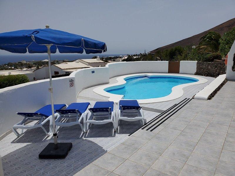 Amazing panoramic sea views!!! (Casa Talessa 5 bedrooms, 3 bathrooms), holiday rental in Playa Blanca