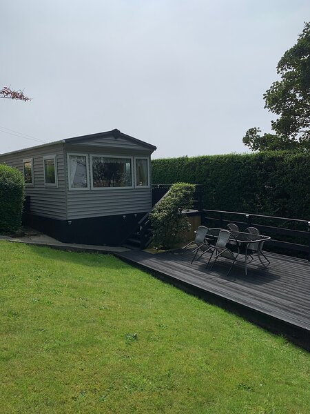 Plas Llwyd Holiday Caravan set in private mature garden., vacation rental in Llanaber