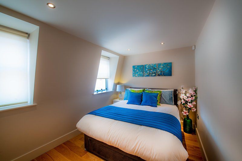 Cross St Luxury Central Reading Apartment 1bed Satellite TV Wi-Fi, casa vacanza a Reading