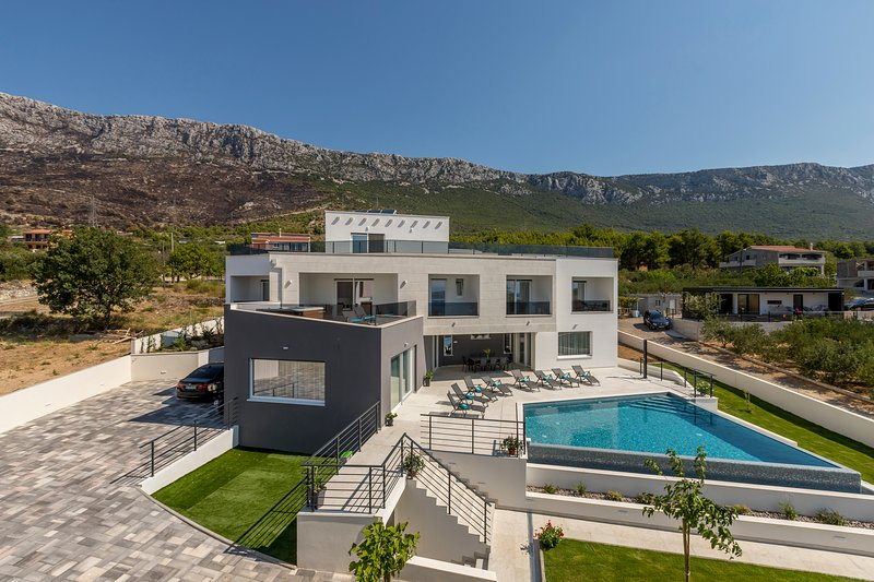 Luxurious Villa Meri, aluguéis de temporada em Kastela