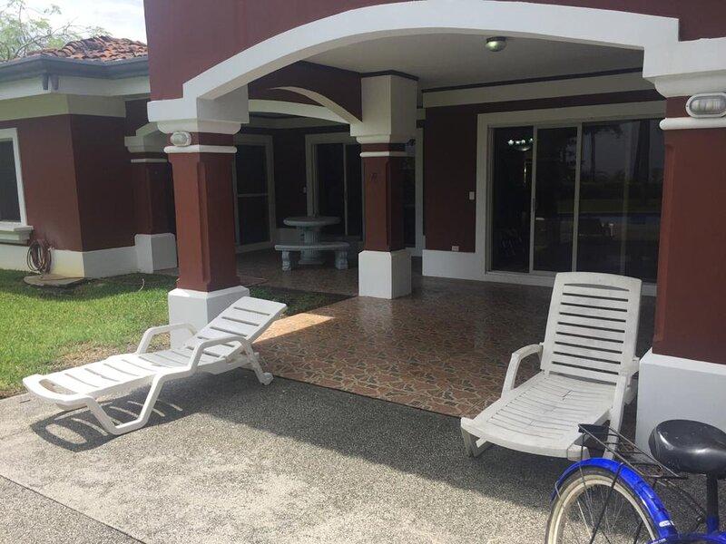 Oceanfront 4 Bedroom 3.5 bath 3100sqft Villa With Private Pool And Balcony, alquiler de vacaciones en Playa Hermosa