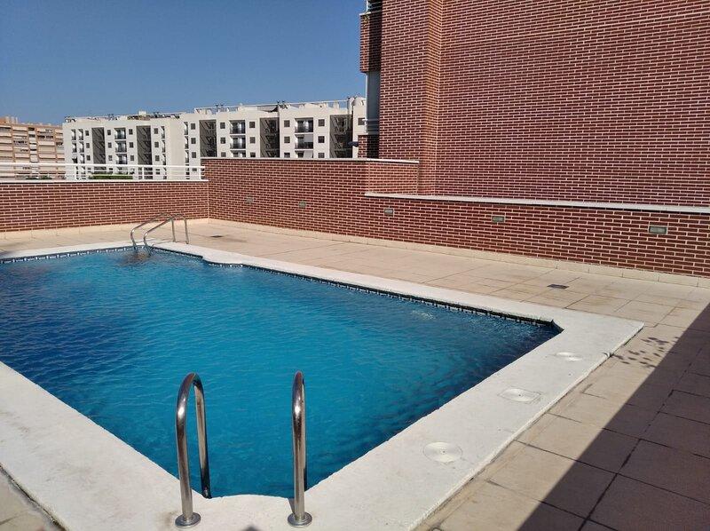 Urbanización con piscina y cerca de la playa, holiday rental in Agost
