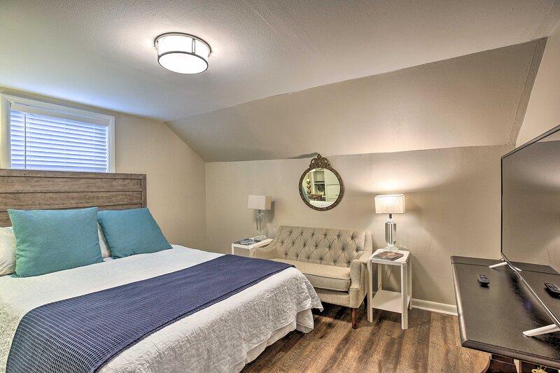 Come visit this studio apartment near downtown Lexington!