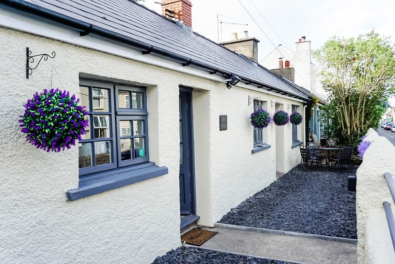 Pine Cottage - newly renovated, charming coastal retreat, holiday rental in Fishguard