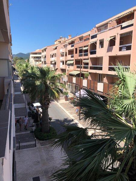 T2 centre-ville a 150m de la plage, holiday rental in Sainte-Maxime