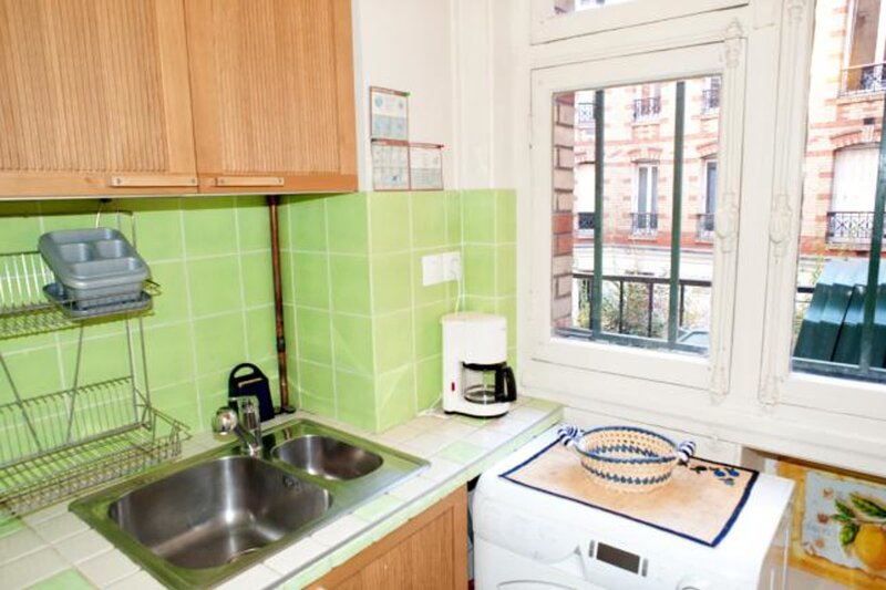 Spacious and calm 2 bedroom apartment in the Latin Quarter, holiday rental in Pantin