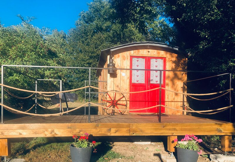 La roulotte de Bussy, holiday rental in Marigny l'Eglise