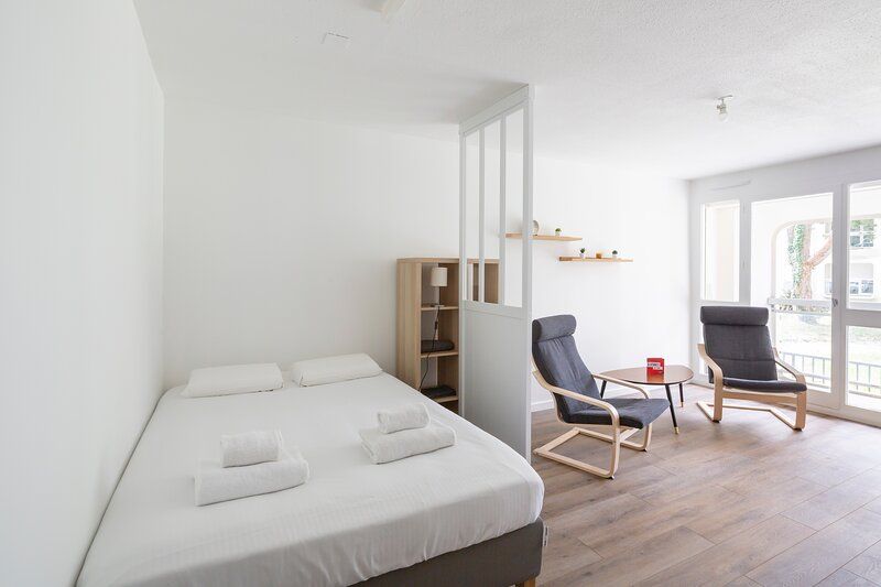 Le Duguesclin - Studio de charme à L'orée du centre-ville, holiday rental in Liffre