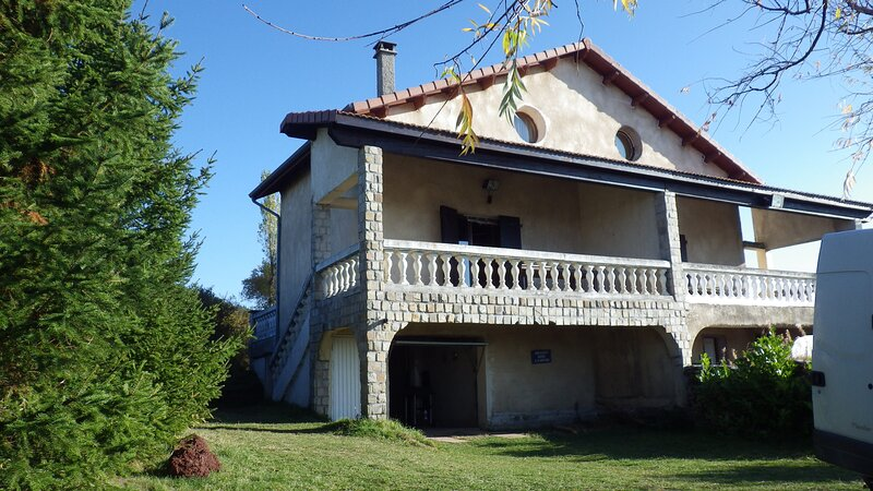 Spacious house with mountain view, vakantiewoning in Lachapelle-Graillouse