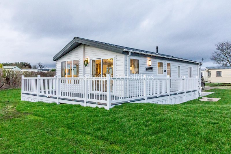 Stunning 6 berth lodge for hire at Skipsea Sands in Yorkshire ref 41077WF, holiday rental in Barmston