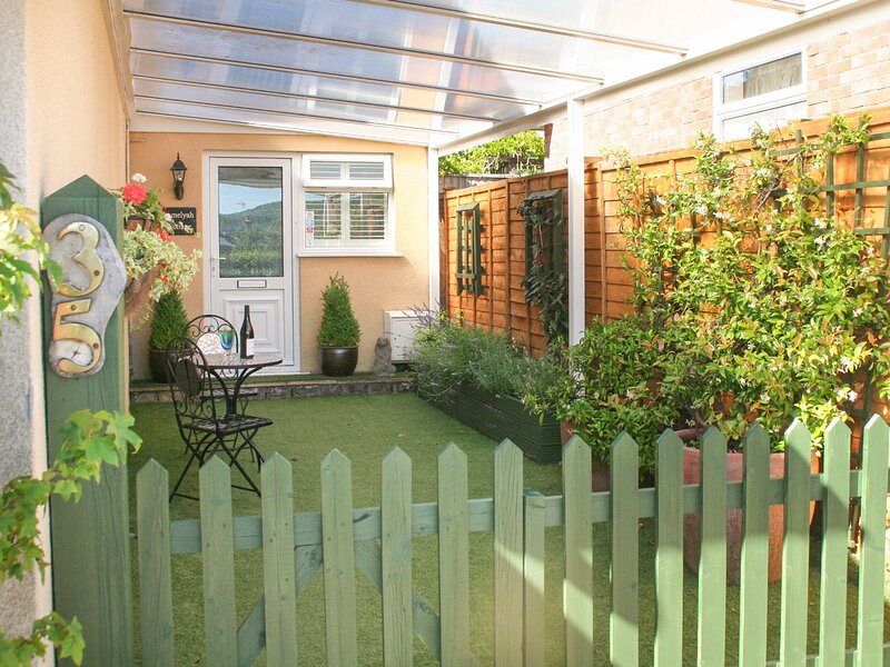AMELYAH COTTAGE, studio cottage, centre of Winscombe, close to beach, Ref, holiday rental in Churchill