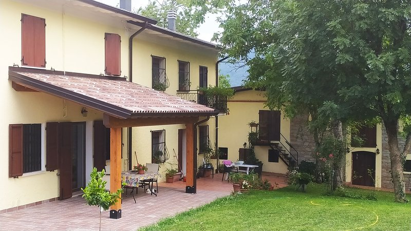 Un posto speciale. La Quagnola. Intera abitazione 1 camera, holiday rental in Province of Modena